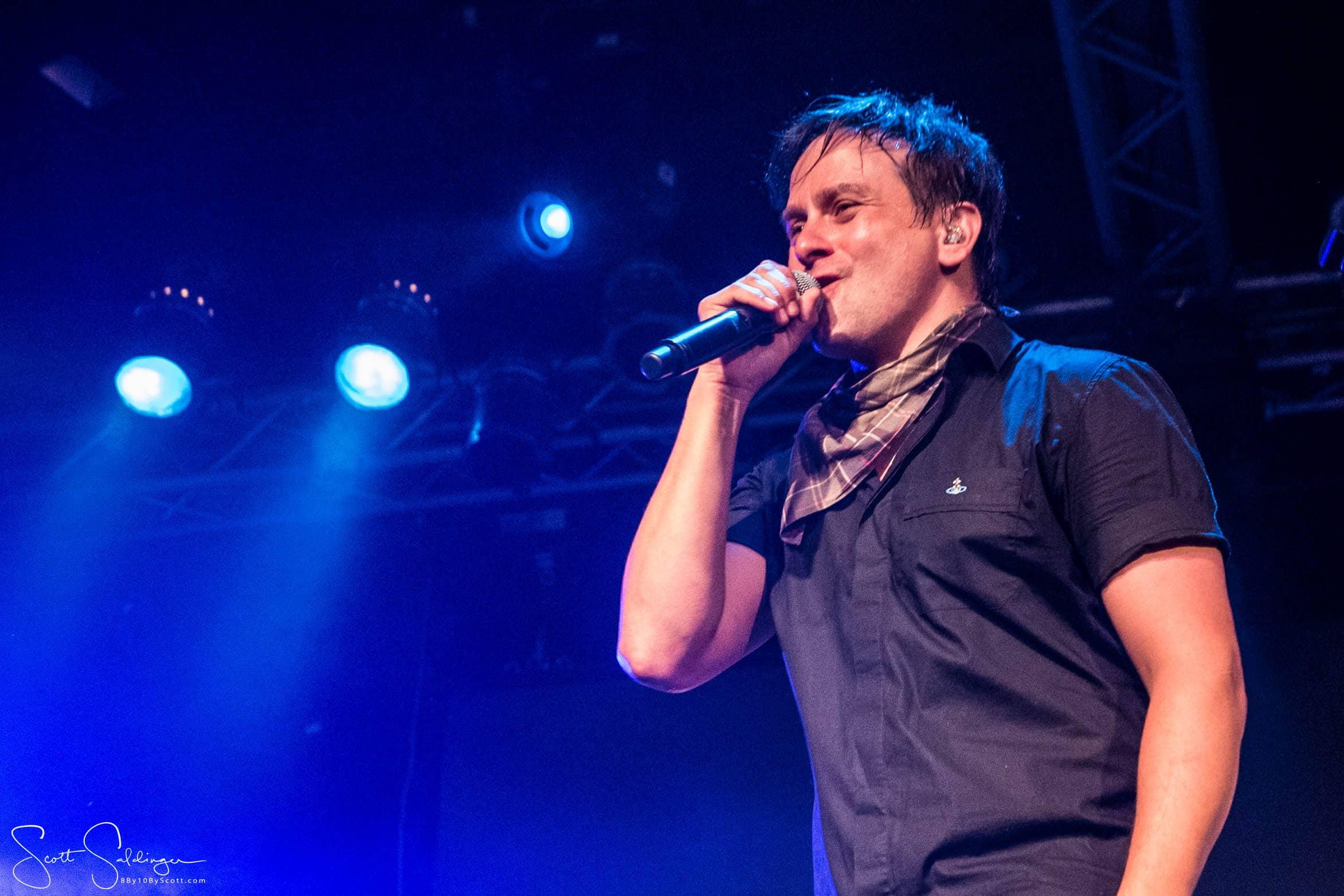 Tim_Singing